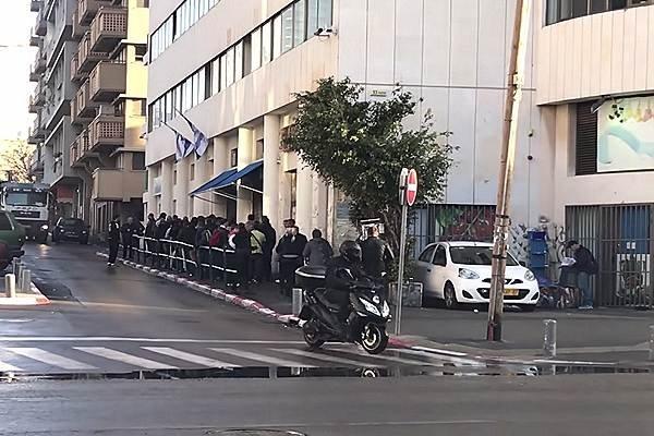 Очередь к зданию МВД Израиля, Тель-Авив