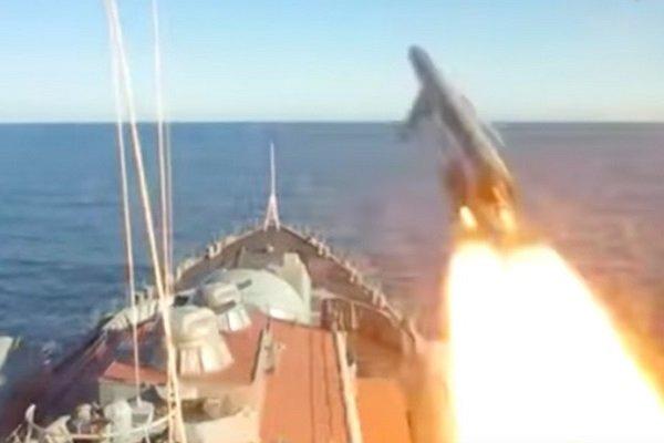 Крейсер «Варяг» иподлодка «Томск» поразили цель всложных условиях