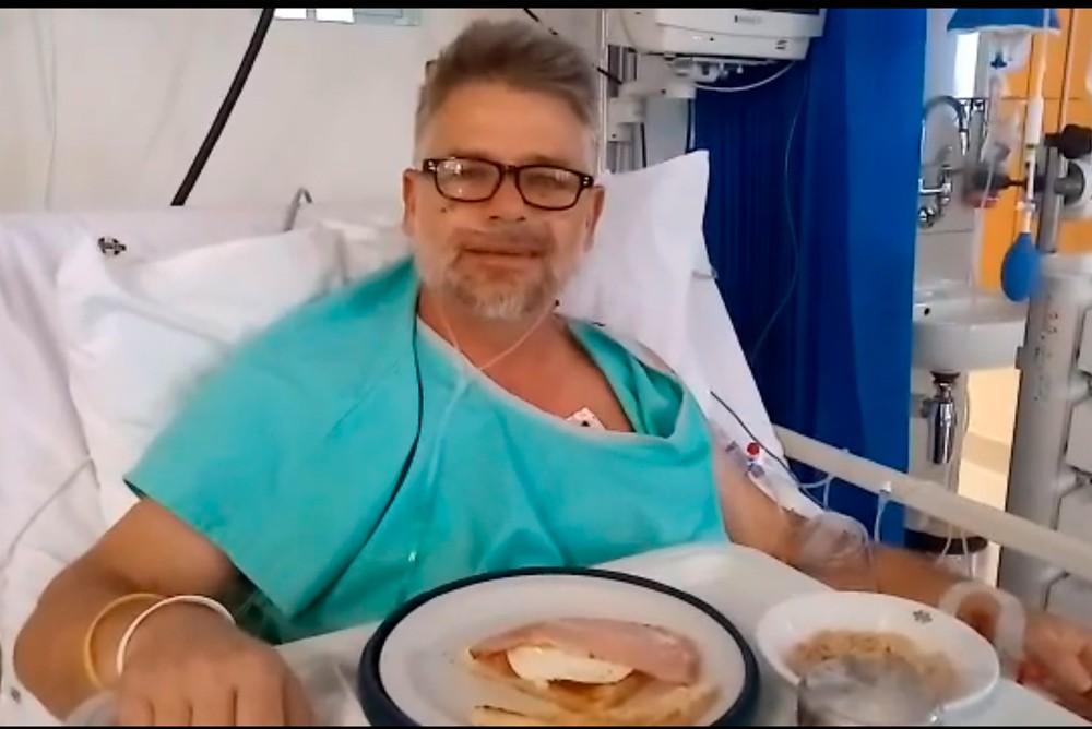 Пастор Конни Хэллоуэлл на больничной койке