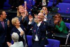 Празднование легализации однополых браков в германском парламенте.