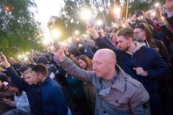 Флешмоб устроили защитники сквера в Екатеринбурге