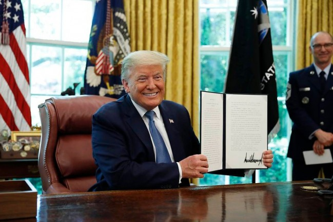 Президент США Дональд Трамп и «супер-пупер ракета»