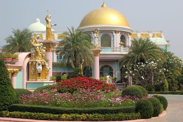 Дворец куриного короля, г-на Panya Choititawan. Паттайя, Таиланд.