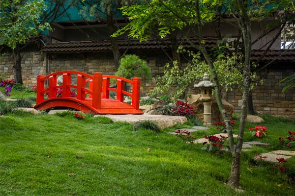 Красный мостик, дизайн ландшафта в Далатском кафе.
