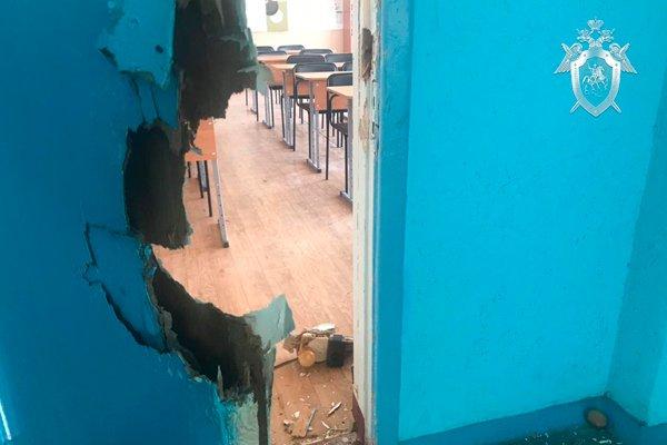 Дверной замок вынесенный выстрелом в керченском колледже