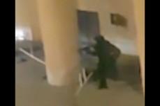 Момент ликвидации преступника, который напал на здание ФСБ в Москве