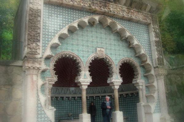 Замок мавров (порт. Castelo dos Mouros). Родник с питьевой водой. Португалия.