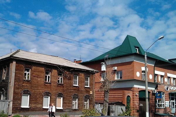 Старый деревянный дом в Барнауле.