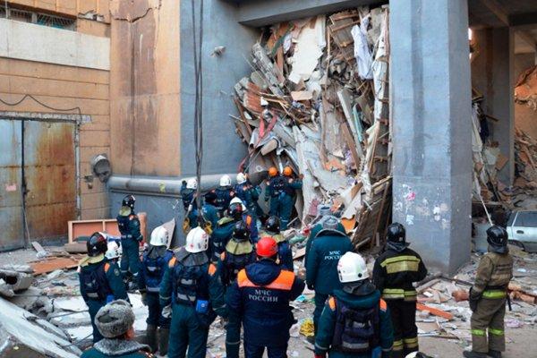 Операция по спасению 10-месячного малыша из-под завалов дома в Магнитогорске