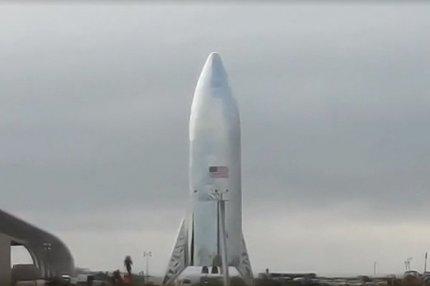 Прототип межпланетного корабля Starship на стартовой площадке