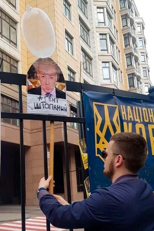 Акция националистов возле дома Зеленского