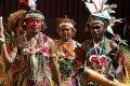 Танцоры во время традиционного шоу в Порт-Морсби, Папуа-Новая Гвинея