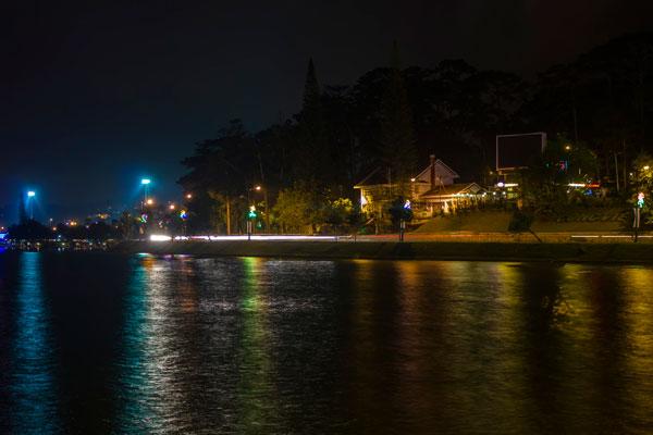 Озеро Сюан Хыонг (Xuan Huong Lake) в центре Далата.