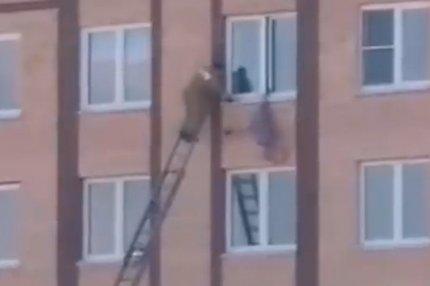 Пенсионерка выпала из окна пятиэтажки