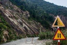 Дорога во вьетнамских джунглях.