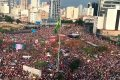 Марши протеста в Бразилии против кандидата в президенты Джейра Болсонару