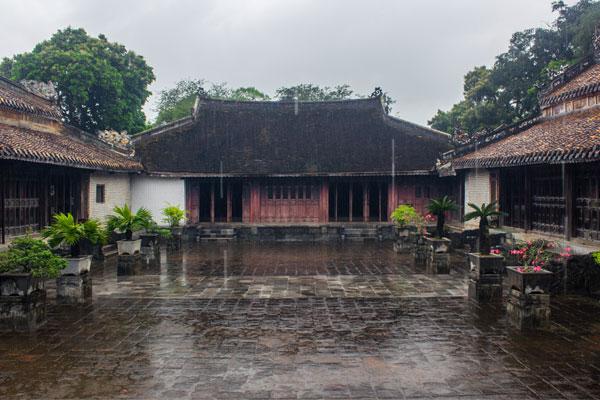 Двор гробницы императора Ты Дыка (Lăng Tự Đức). Вьетнам.