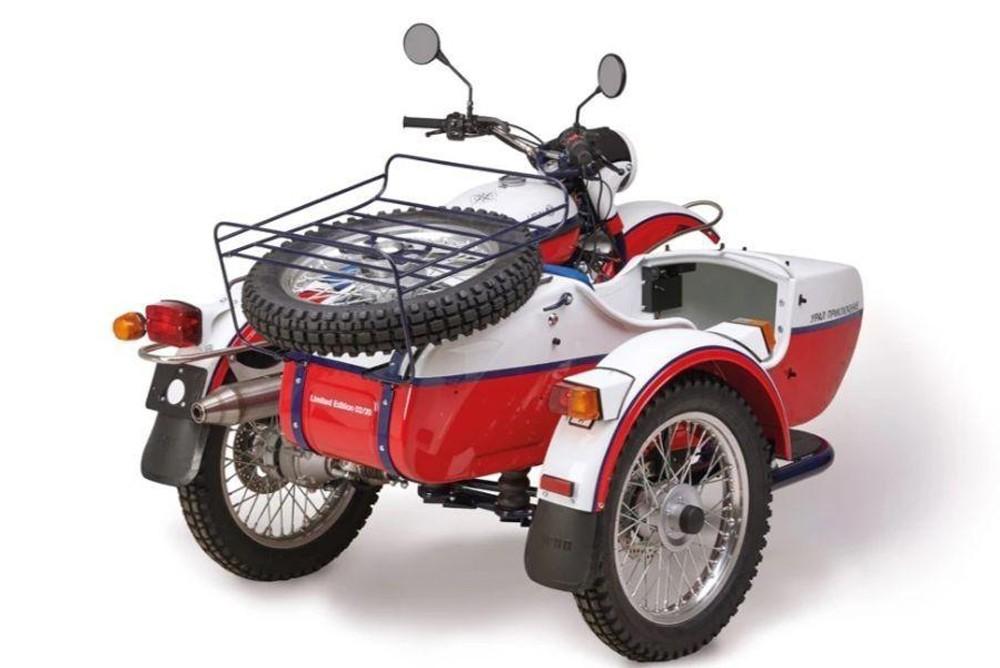 Мотоцикл Ural Adventure. Вид сзади