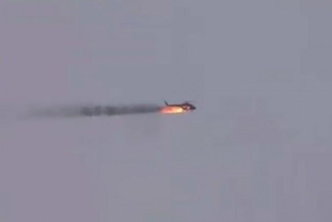 Падение сбитого вертолета правительственных войск Сирии