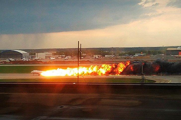 Посадка горящего Superjet-100 в «Шереметьево»