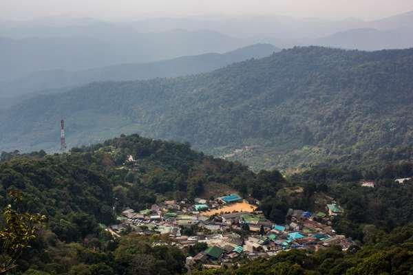 Деревня кхмонгов недалеко от Чианг Мая.